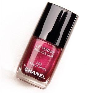 CHANEL • 595 Rouge Moiré Nail Laquer